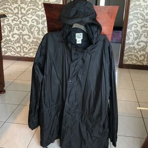TravelSmith travel rain coat with hood.